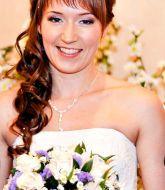 свадебная прическа, прическа на свадьбу, невеста, прическа с косой, с челкой, сборы невесты, свадебный стилист, стилист, свадебный макияж, нежный макияж