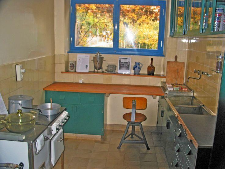 51 best margarete sch tte lihotzky frankfurter k che images on pinterest counter space. Black Bedroom Furniture Sets. Home Design Ideas