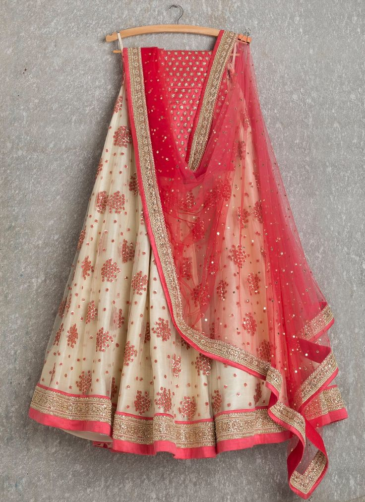 Give a miss to your traditional 'panetar' for this beautiful elegant & simple lehenga' #gujjubride