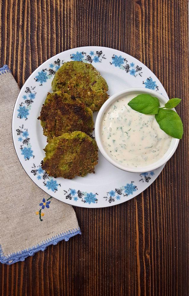 Szukasz ciekawego pomysłu na obiad? Kotleciki z zielonego groszku z pewnością takie są. Wyjątkowe w smaku i proste w przygotowaniu.