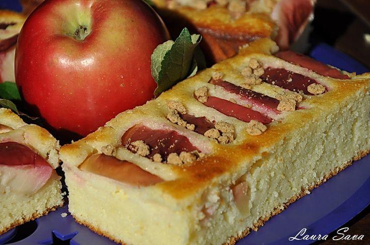 Prajitura de gris cu  iaurt si mere rosii
