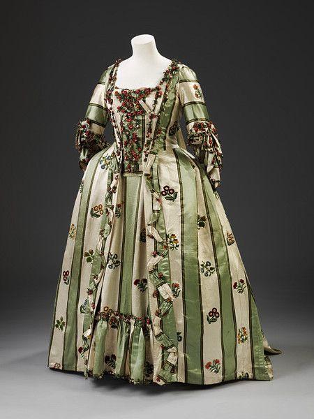 1770-1779 ensemble, V&A