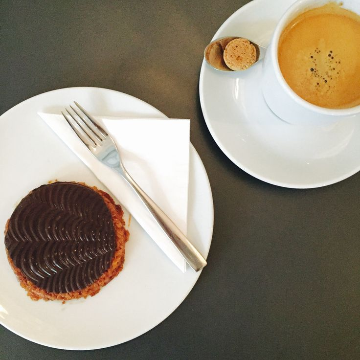 Neu bei uns im Erbenhof in Weimar: Knusprig gebackene Florentiner. Die süße Leckerei können Sie auch in unserem Angebot zusammen mit einer Tasse Kaffee für 4€ genießen. Alle weiteren Kuchen und Torten unserer Bäckerei Gräfe natürlich ebenso.
