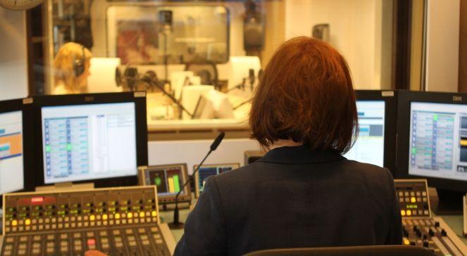 Pani Reżyser dźwięku w studiu Jedynki www.polskieradio.pl   Youtube  www.youtube.com/user/polskieradiopl  FB  www.facebook.com/polskieradiopl?ref=hl