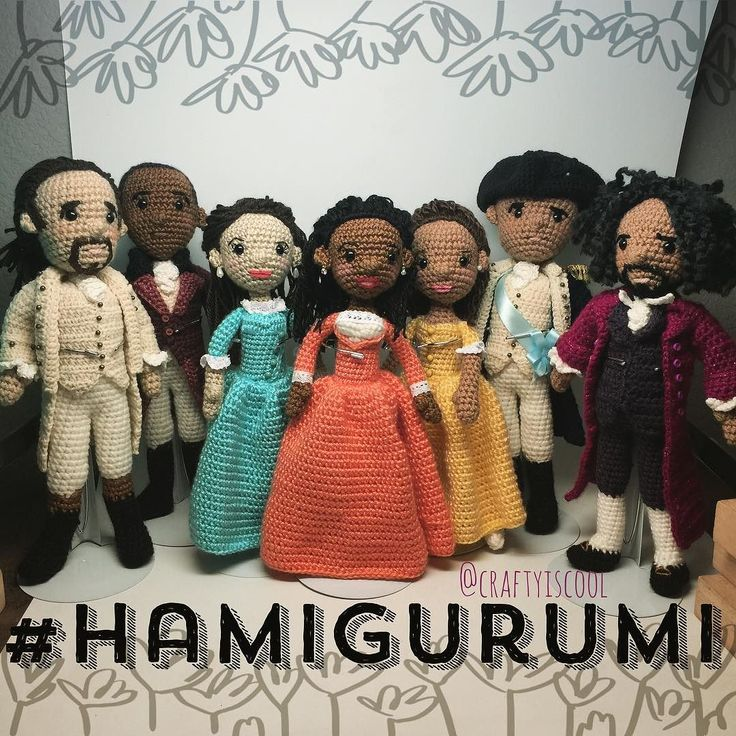 Its essential to listen to the full #hamilton soundtrack while you make these. Did you know @lin_manuel @javiermofficial @cjack930 all have been gifted their own dolls?  #linkinprofile #amigurumi #craftyiscool @hamiltonmusical