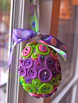 Button Easter Egg Ornament + 16 other Springtime Crafts
