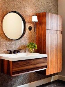 Шкаф для ванной соберёт в одном месте все нужные вещи, упорядочит их и спрячет от посторонних глаз, благодаря чему в ванной всегда будет порядок