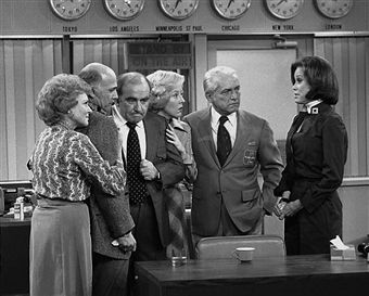 American actress Mary Tyler Moore (right) talks to her fellow cast members in the series finale of the television comedy 'Mary Tyler Moore,' March 19, 1977. From left, Betty White, Gavin Macleod, Ed Asner, Georgia Engel, Ted Knight (1923 - 1986), and Moore.