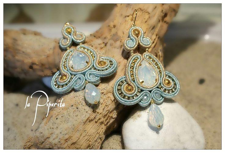 Orecchini soutache ( cm.8 x 5 circa ). Gancio placcatura oro 16k. Soutache earrings, hook 16k gold plated. #earrings #soutache #handmade #jewelry #lapiperita #creazioniartigianali