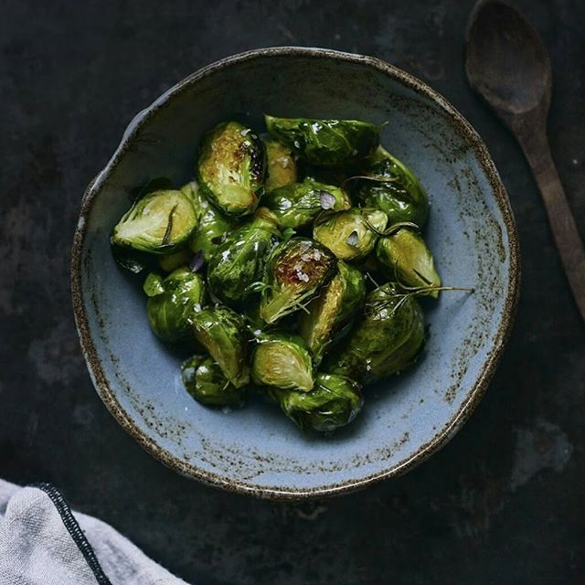 Resepti löytyy blogista. #ruusukaali #raakarå #foodphotography