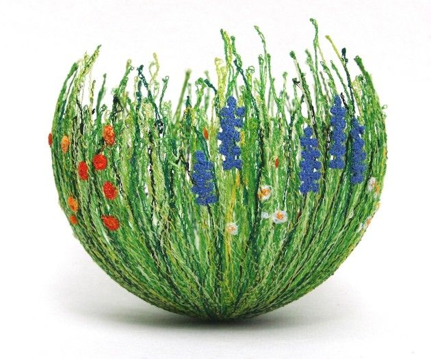 A La Claire Fontaine: Anne Honeyman. Keep trying to think of how to make a vase like this.