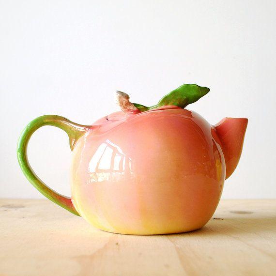 Pretty Vintage Peach Teapot