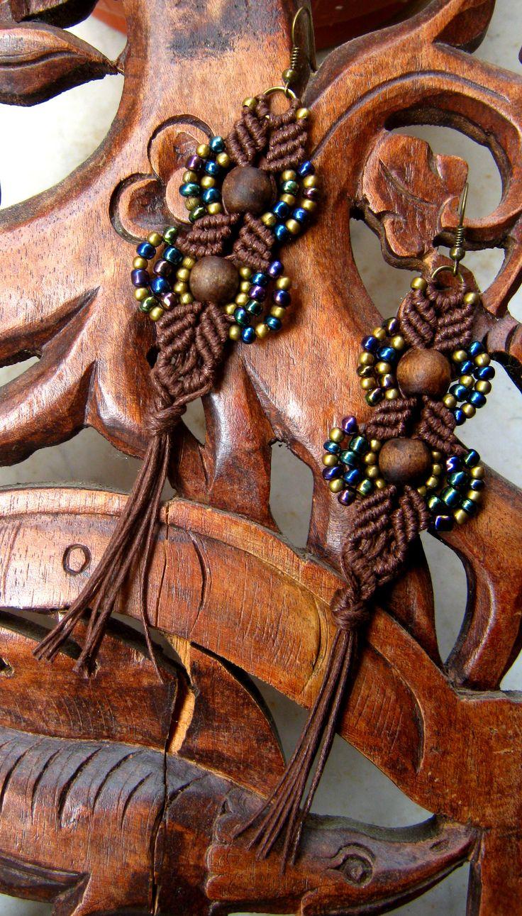 Autumn Winter Collection 2014 ღ   ღ Materiale: Cotone cerato, perla in legno dipinta a mano, perline  ღ Lavorazione: Macramè