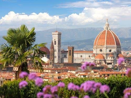 Lees tips en ervaringen over Florence in Italië. Met informatie over de bezienswaardigheden zoals Duomo, Piazza della Signoria, Ponte Vecchio en winkelen.