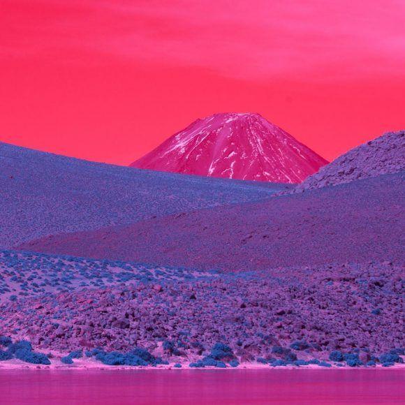 Sélection Instagram #99 // © Kate Ballis // Retrouvez la sélection complète sur le site de #FisheyeLeMag ! #Instagram #curation #photo #photographie #photography #atacama #desert #atacamadesert #chile #chili #infrared #infrarouge #landscape #pink #purple #colors #travel #travelphotography #photooftheday #picoftheday #potd