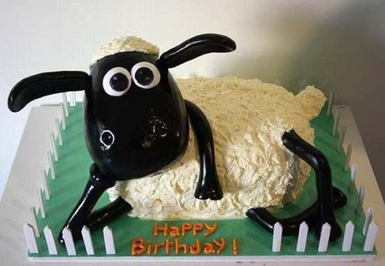Shaun the Sheep is so freakin cute!  I want this cake for my birthday, please.
