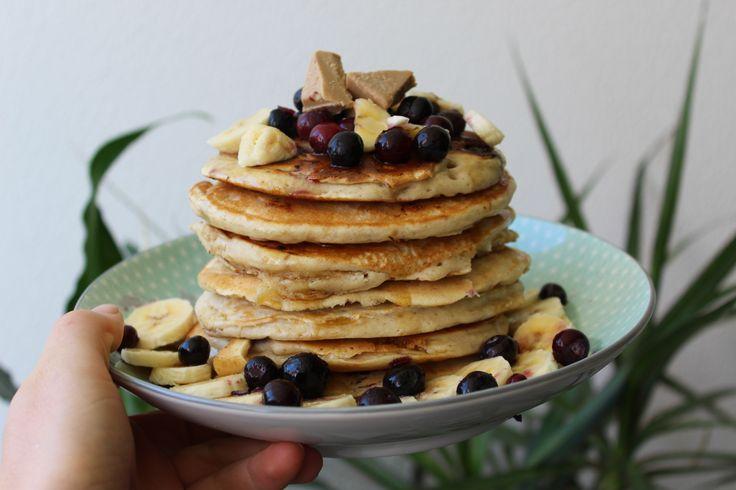 VEGAN BANANA BLUEBERRY PANCAKES!  Recipe at https://www.instagram.com/arnikaand/