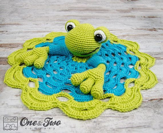 Kelly the Frog Lovey / Security Blanket PDF by oneandtwocompany