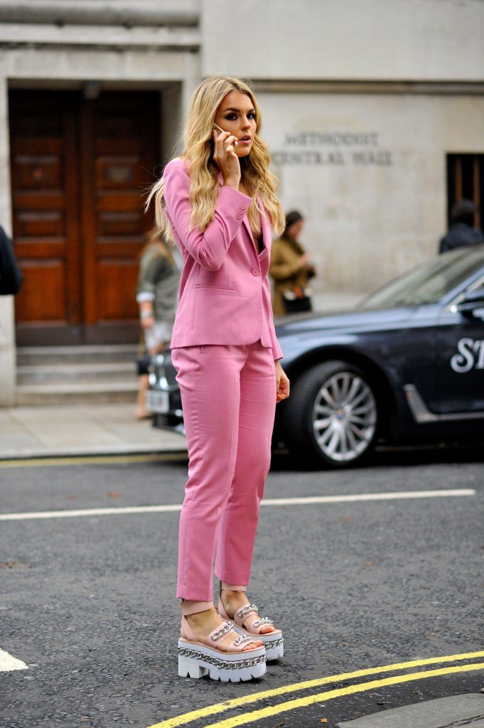 Få looket: Vi støtter brysterne med lyserøde modeitems