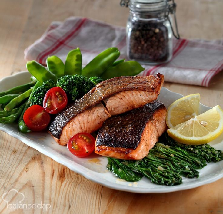 Memanggang salmon butuh teknik khusus agar dagingnya matang sempurna. Untuk itu, kita perlu tahu 6 kesalahan memasak salmon yang wajib dihindari.