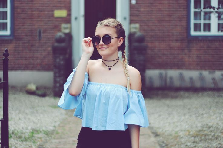 How to Style: Baby blue off the shoulder top. You have this gorgeous piece of clothing in your possesion, but don't really know what options you have with it? Well, in this post, I show you one!