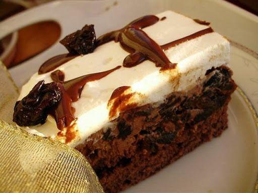 Biszkopt: 4 jajka (osobno białka i żółtka) 3/4 szklanki cukru 1/2 szklanki mąki tortowej 1/2 szklanki mąki ziemniaczanej (dosypac do mąki tortowej i uzupełnic kakao. Razem ma byc 1 szklanka) 2 łyżki kakao 1 łyżeczka proszku do pieczenia szczypta soli Można zrobic biszkopt bez kakao. Masa…