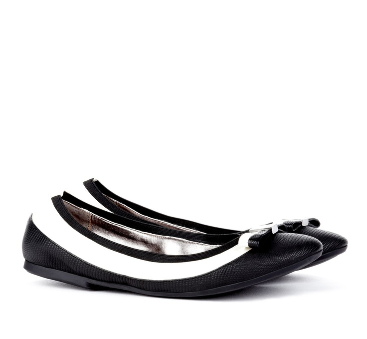 Pretty ballet flats: Saddles Shoes, When Flats, White Flats, Shoes Inspiration, Round Toe, Dolly Shoes, Ballet Flats, Bows Details, Flats Black
