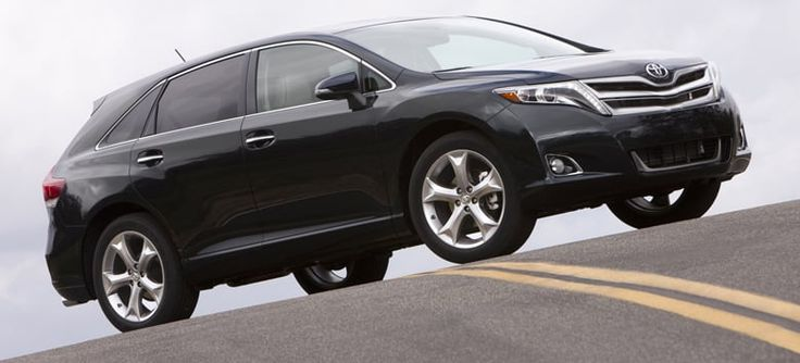 2013 Toyota Venza Owners Manual –The Toyota Venza brings like a car but gives the cargo area of an SUV. It provides much more utility than a sedan, yet it's more compact and is situated under an SUV. Venza seats 5 and includes top quality products and features normally connected ...