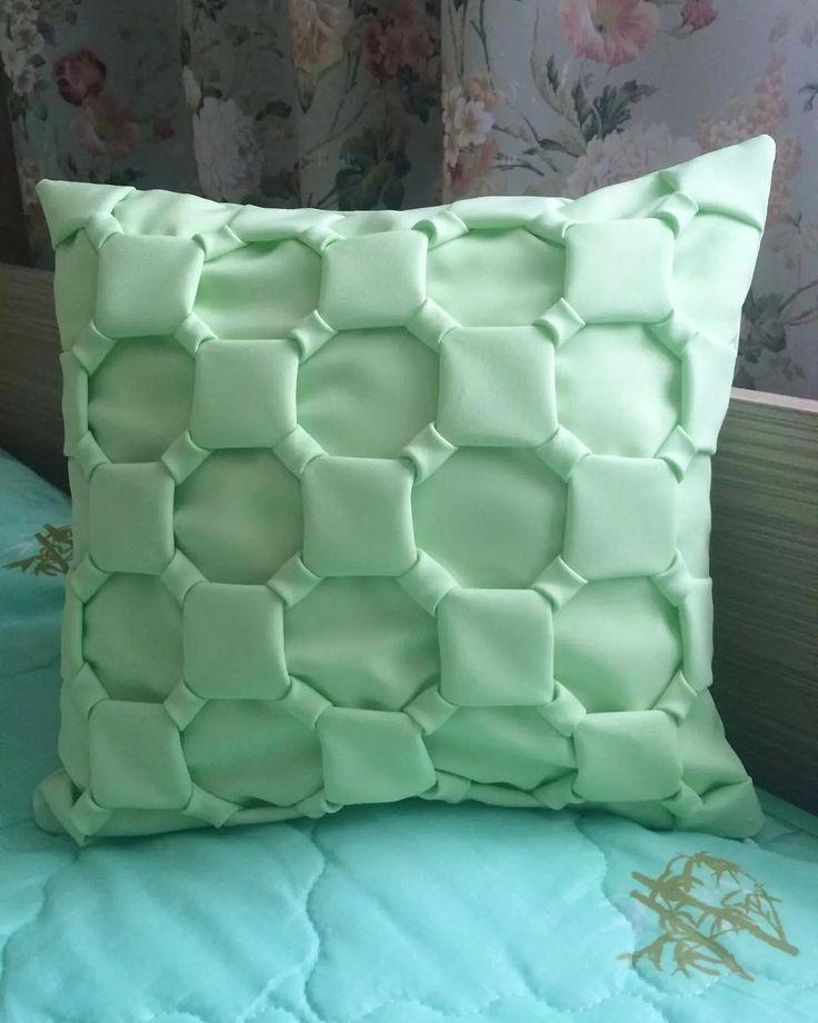 20 отметок «Нравится», 1 комментариев — Плюшевый плед☘️Бортики☘️Кокон (@lenta_baby) в Instagram: «Декоративные подушки для вашей гостиной , спальни. Цвет под любой интерьер 😉(наволочка съемная на…»