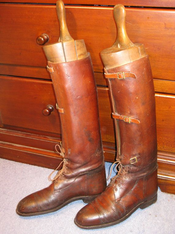 Superb Edwardian Period Long Leather Field Boots and Hard Wood Lasts WW1 British Army Officer Pattern C1915   A superb pair of Edwardian period WW1 British army officer leather long field boots with hard wood boot lasts. These are original vintage boots not later reproductions.  In nice vintage condition, the lower straps would be easily replaced by a saddler or cobbler although can be worn as they are. They are a UK size 8 US 10.5 European 42