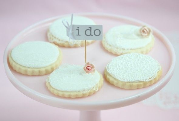 sugar lace decorated cookies...GORGEOUS!