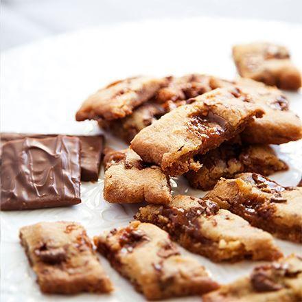 Försvinnande goda daimkakor som dessutom går snabbt att baka! Gör dubbel sats så räcker det längre, grundreceptet ger ca 25 kakor.