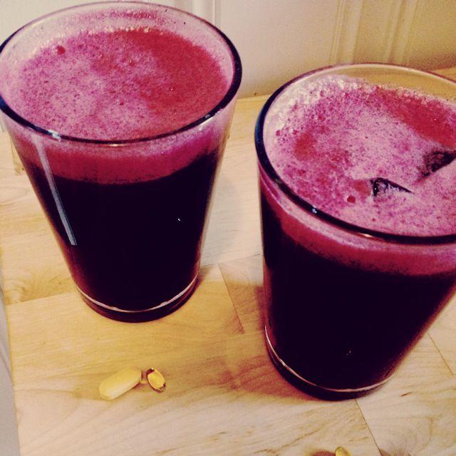 Til 2 store glass juice trenger du;  1/2 moden annanas  1/2 agurk  2 ferske rødbeter  1 cm tykk skive sitron  1/2 – 1cm tykk skive ingefær (kommer ann på omkretsen!)