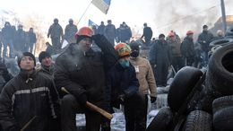 Police officer killed, two others captured as violence resumes in Kiev — RT News