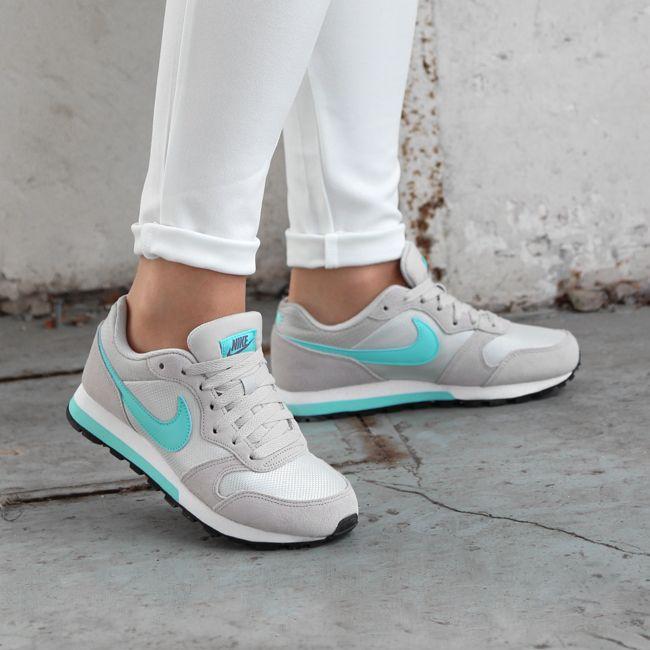 https://www.sooco.nl/nike-md-runner-2-beige-lage-sneakers-24105.html