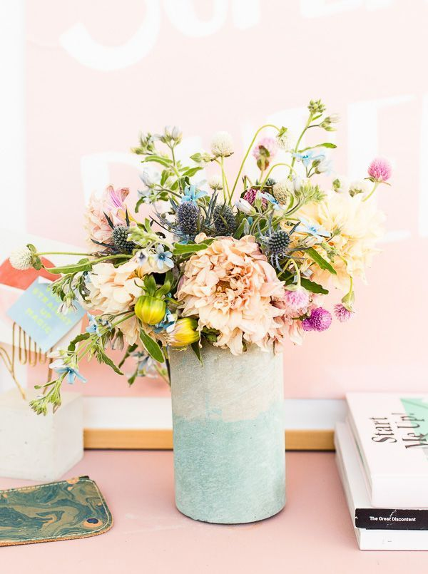 Learn how to add color to concrete (any color you want) and make a two-toned concrete vase DIY that showcases this colored concrete technique. #concrete #concretevase #homedecor #modern #flowers #diy