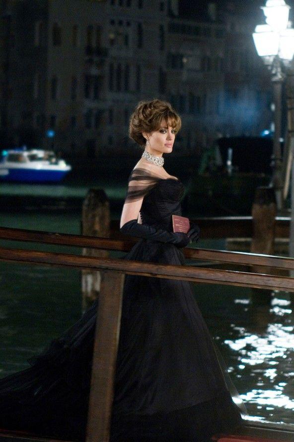 Angelina Jolie The Tourist Fashion Style Secrets On Set Photos   Celebrity Fashion And Style (Glamour.com UK)