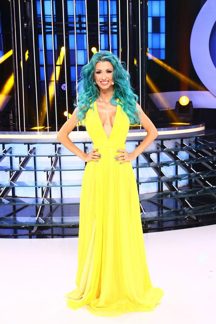 Famous Romanian singer, Andreea Balan, wearing CRISTALLINI at TCDU TV show!
