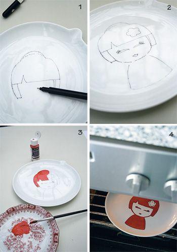 Nodig        bord      schoonmaakmiddel      stiftje      verf geschikt om in eigen oven af te bakken, bijvoorbeeld DecoArt