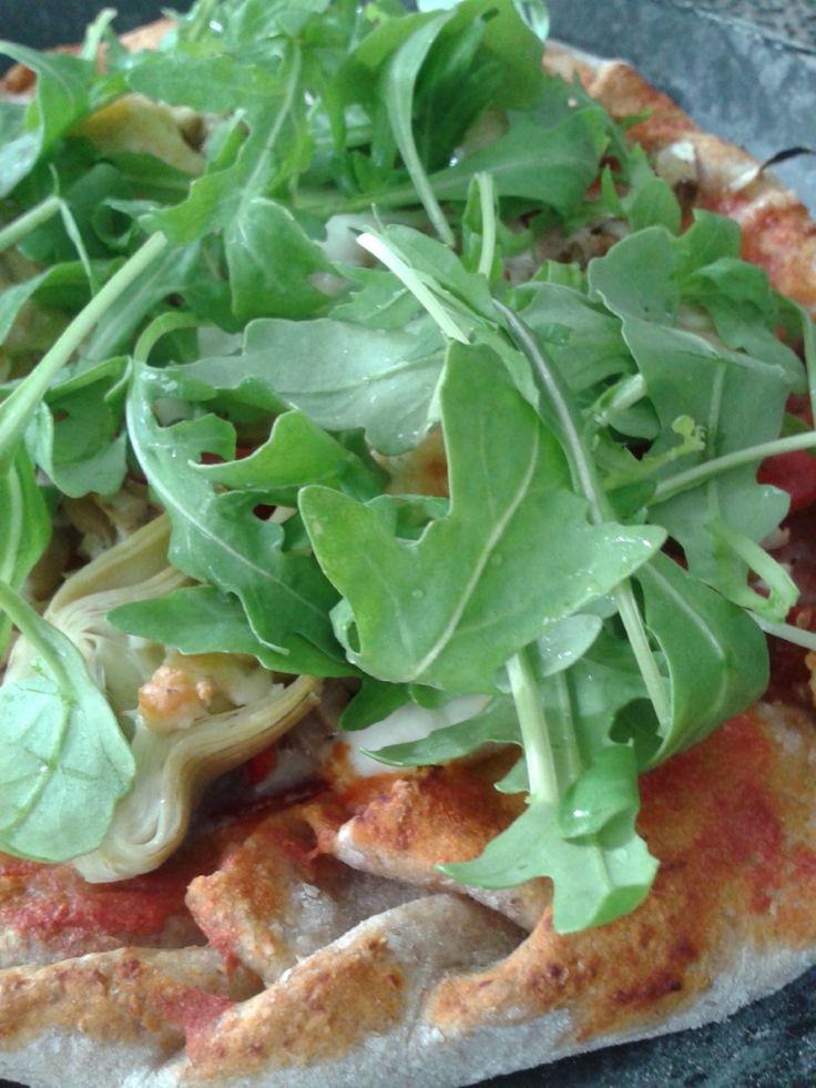 Pizza wordt gemaakt van bloem, met gist, water en zout. Je kunt de bloem echter eenvoudigweg vervangen door volkorenmeel, je krijgt dan een volkoren pizza die gezonder is dan een pizza gemaakt van bloem, net zoals volkorenbrood gezonder is dan wit brood. Zeker voor mensen die op hun bloedsuiker moeten letten is het bakken van …