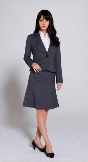 普通〜柔らかめ企業なら、濃いめグレーのスーツスタイルも◎ 〜就活ファッション スタイルのアイデア コーデまとめ〜
