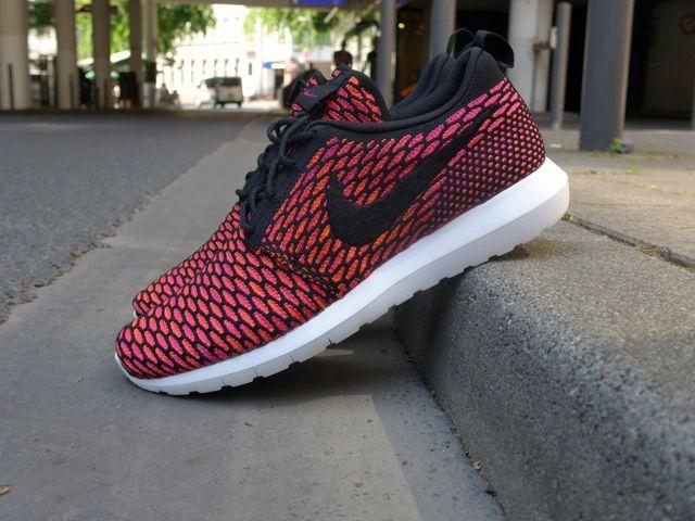Nike Flyknit Roshe Run NM - Fireberry sneakers