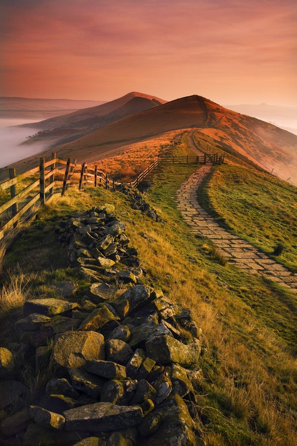 England Travel Inspiration - Stunning scenery Mam Tor dawn. Peak District, England.