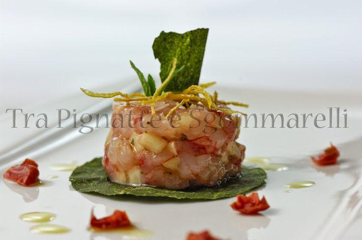 Le mie ricette - Tartare di gambero rosso, pesca tabacchiera e pinoli, con cialda di salicornia e scorza di limone essiccata | Tra Pignatte e Sgommarelli
