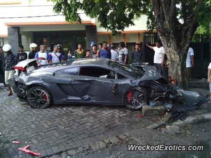 Lamborghini Gallardo Lp 570 4 Super Trofeo Stradale Crashed In