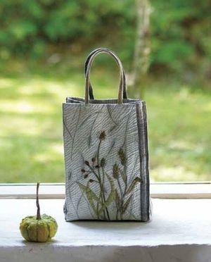 Small bag - from Strolling Along Paths of Green, Yoko Saito