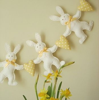 Felt Bunny Garland -- Could do wi Jemima or Peter?