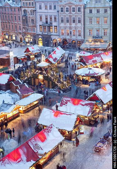 Christmas Market in Prague. I was there, and loved it. I would like to eat ham there again.