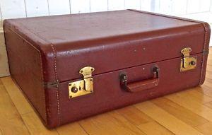 Antiquité. Collection. Ancienne valise de grand format