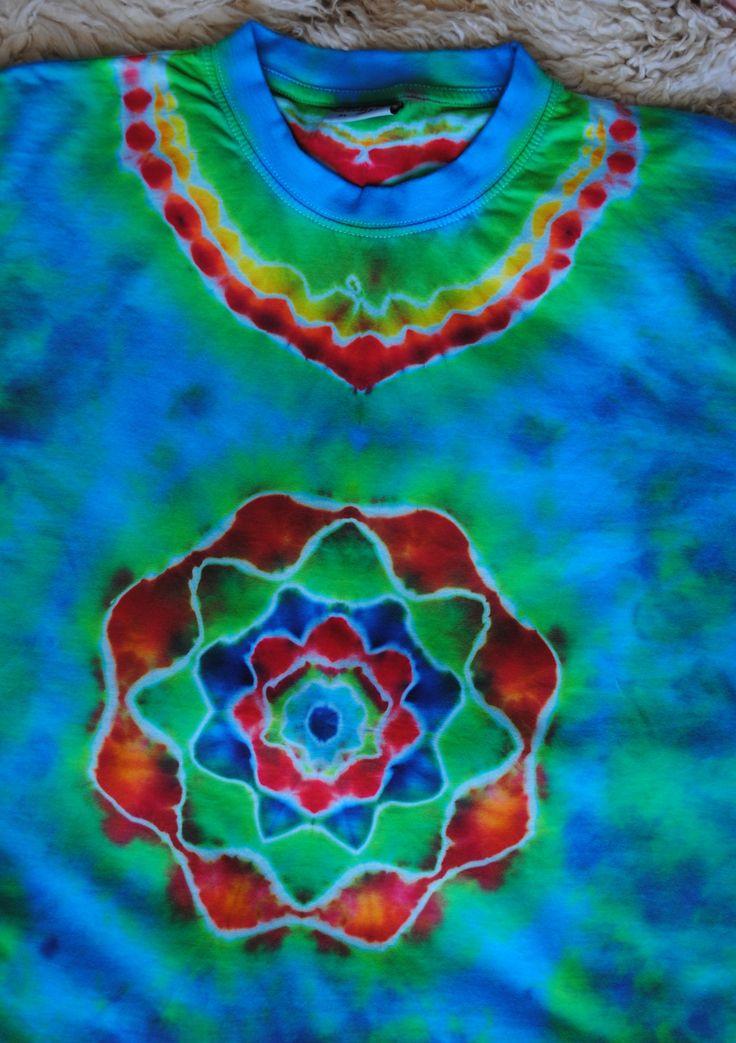 Triko+XL+-+Jarní+louka+Originální,+pánské,+batikované+tričko,+velikost+XL.+116+cm+přes+prsa,+délka+76cm,+vysoká+gramáž+190g/m2.+Barveno+kvalitními+reaktivními+barvami,+praní+doporučuji+v+ruce+kvůli+možnému+zaprání+bílých+částí,+barvám+pračka+neublíží.+Možno+odebrat+a+vyzkoušet+v+Brně.
